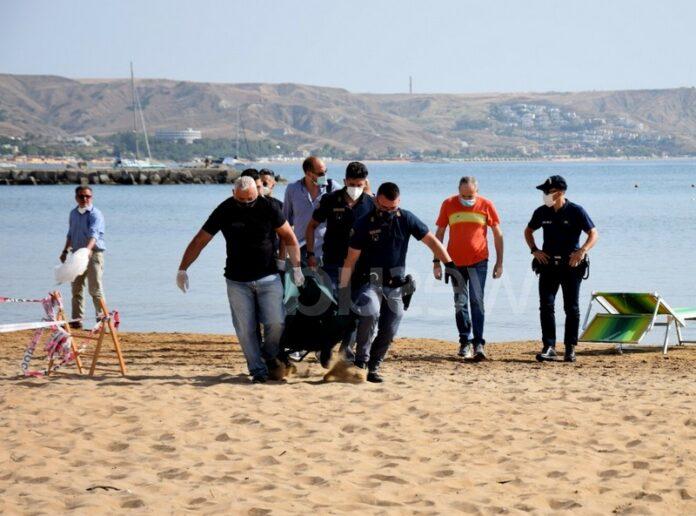 crotone cadavere spiaggia