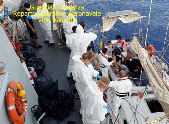 crotone sbarco migranti
