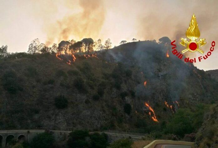 incendio caldo calabria