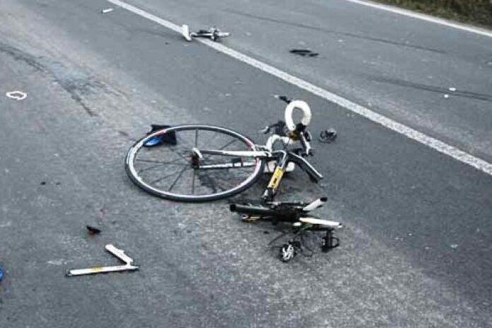 muore cadendo dalla bici