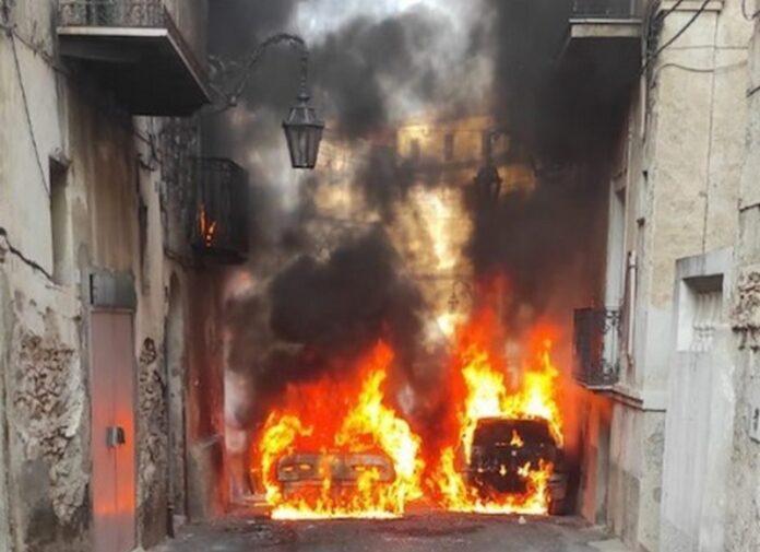 auto in fiamme corigliano