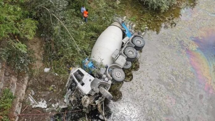 betoniera vola giù dal ponte muore autista Calabria