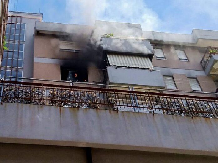 incendio cosenza evacuato asilo