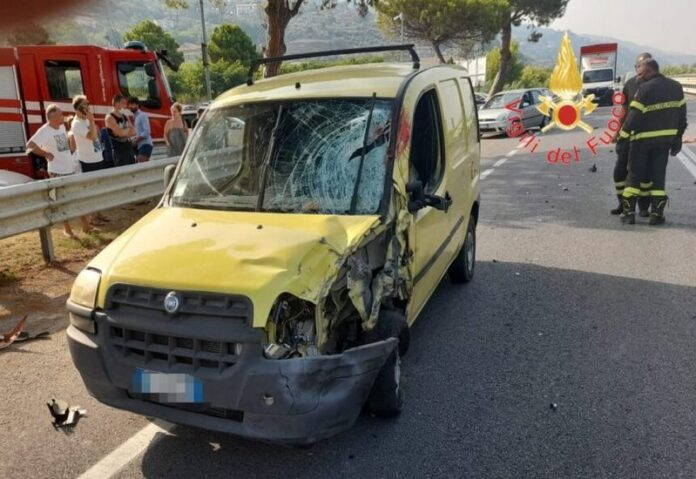 incidente stradale fiumefreddo