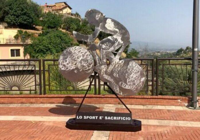 scultura ciclista