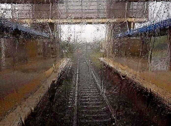 pioggia binari treno