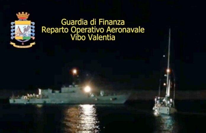 yacht migranti calabria