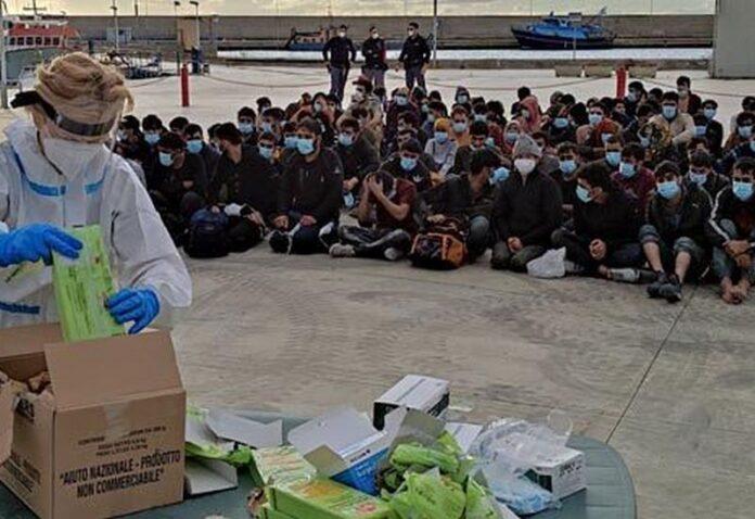 Roccella sbarco migranti