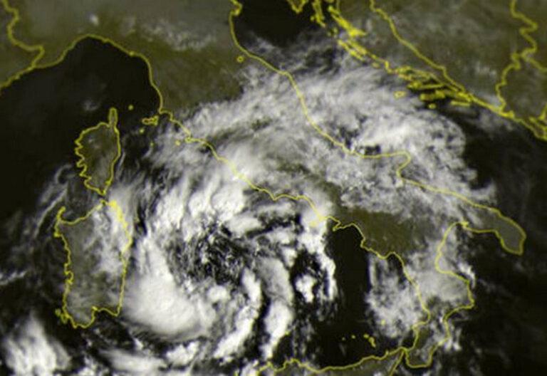 Arriva l'uragano mediterraneo, rischio nubifragi su Sicilia e Calabria