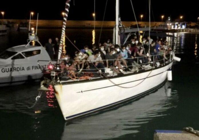 sbarco migranti roccella jonica